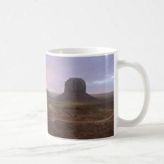 Panorama del valle del monumento taza de café