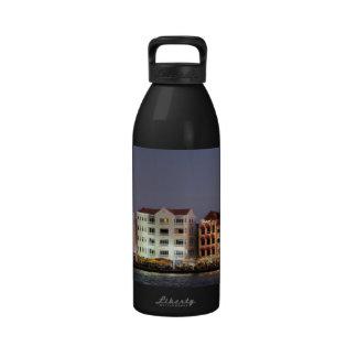 Panorama nocturno de Willemstad Curaçao Botella De Agua