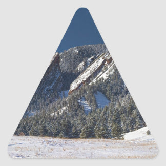 Panorama sacado el polvo nieve de Flatirons Pegatina Triangular