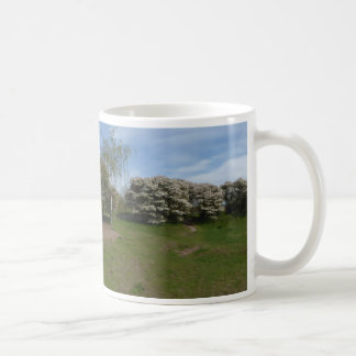 Panoramic Raisin Blossom with Bench Mug