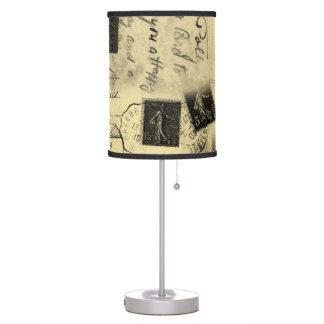 Pantalla vieja de la tabla de las postales del vin lámpara de escritorio
