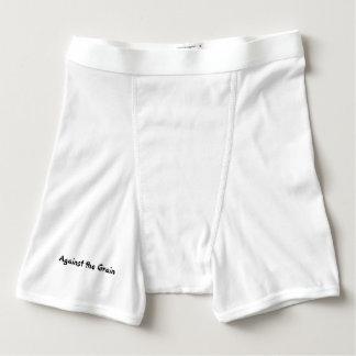 Pantalones cortos del boxeador que van contra el boxers