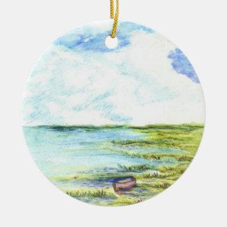 Pantano y cielo de marea - lápiz de la acuarela adorno navideño redondo de cerámica