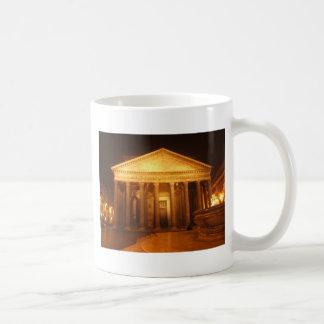 Panteón en la noche taza