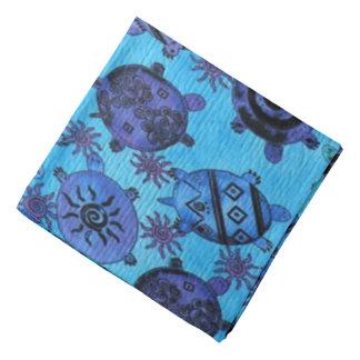 Pañuelo colorido de la diversión del modelo al bandana