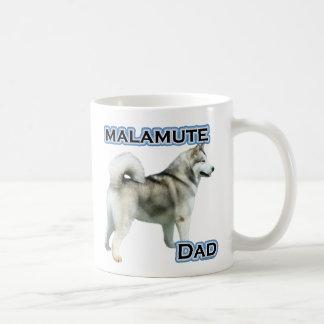 Papá 4 del Malamute de Alaska Taza Básica Blanca