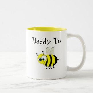 Papá a la taza de café de la abeja