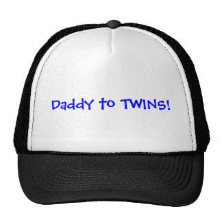 Papá a los gemelos, muchachos gorros