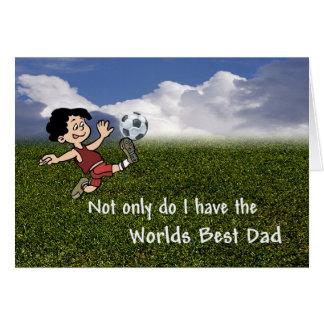Papá adorable del fútbol que entrena a su hijo tarjeta de felicitación