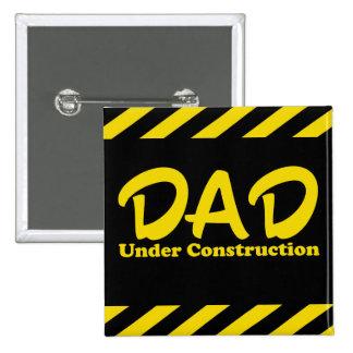 Papá bajo construcción pin cuadrada 5 cm