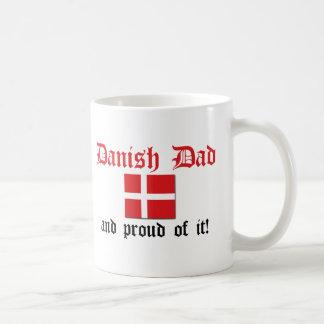 Papá danés orgulloso taza básica blanca