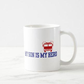 Papá de la mamá del bombero taza básica blanca