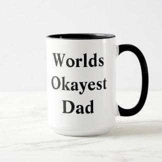 """Papá de """"Okayest"""" de los mundos"""