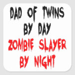 Papá del asesino del zombi de gemelos calcomania cuadrada personalizada