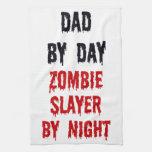 Papá del asesino del zombi del día por noche toallas