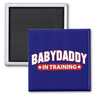 Papá del bebé en el entrenamiento imán cuadrado