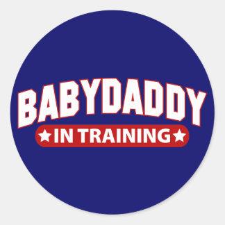 Papá del bebé en el entrenamiento pegatina redonda
