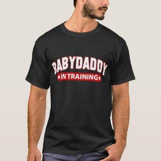 Papá del bebé en el entrenamiento playera