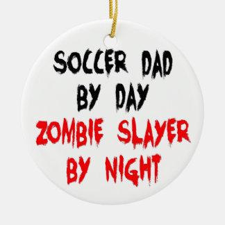 Papá del fútbol del asesino del zombi ornamento para reyes magos