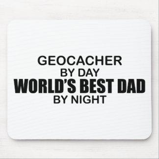Papá del mundo de Geocacher el mejor por noche Mouse Pads