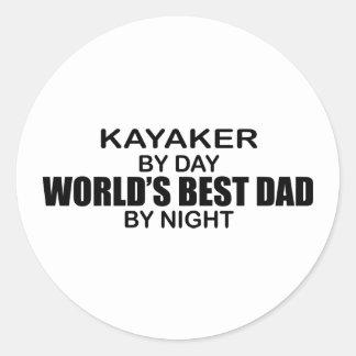 Papá del mundo del Kayaker el mejor por noche Pegatina Redonda