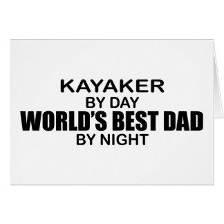 Papá del mundo del Kayaker el mejor por noche Felicitaciones