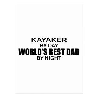 Papá del mundo del Kayaker el mejor por noche Postal