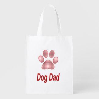 Papá del perro con su bolso de ultramarinos bolsas de la compra
