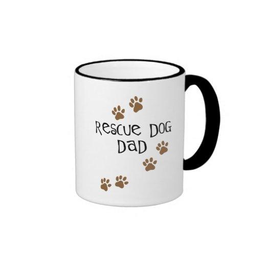 Papá del perro del rescate taza a dos colores