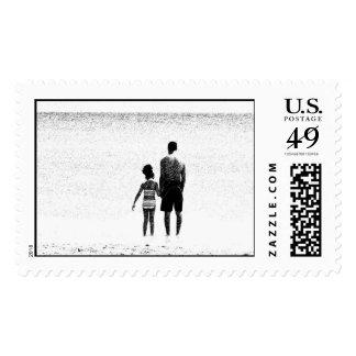 Papá e hija en el océano envio