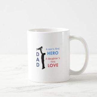 Papá el primer héroe de un hijo una hija taza clásica