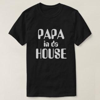 Papá en camiseta de la casa de DA