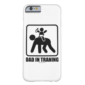 Papá en el entrenamiento funda barely there iPhone 6