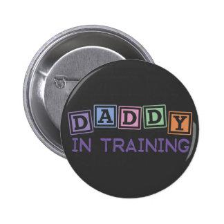 Papá en el entrenamiento pin redondo de 2 pulgadas