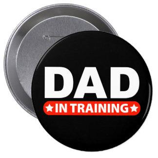 Papá en el entrenamiento pin redondo de 4 pulgadas
