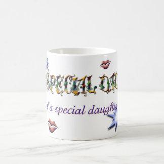 Papá especial de la hija con beso taza de café
