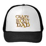 Papá loco del hockey en oro gorro de camionero