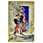 Papá Noel camina con los regalos y el árbol de nav Escultura Fotografica