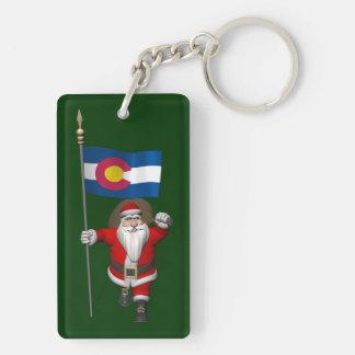 Papá Noel con la bandera de Colorado Llavero Rectangular Acrílico A Doble Cara