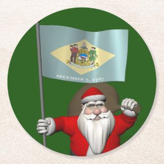 Papá Noel con la bandera de Delaware Posavaso Redondo De Cartón