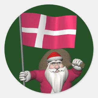Papá Noel con la bandera de Dinamarca Dannebrog Pegatina Redonda