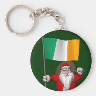 Papá Noel con la bandera de Irlanda Llavero Redondo Tipo Pin