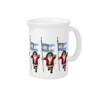 Papá Noel con la bandera de la Argentina Jarras Para Bebida