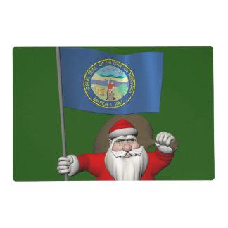 Papá Noel con la bandera de Nebraska Salvamanteles