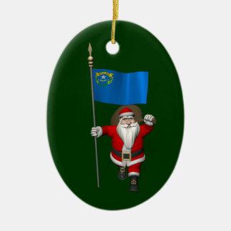 Papá Noel con la bandera de Nevada Adorno Navideño Ovalado De Cerámica