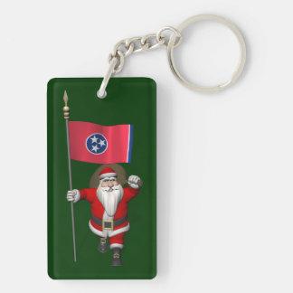 Papá Noel con la bandera de Tennessee Llavero Rectangular Acrílico A Doble Cara