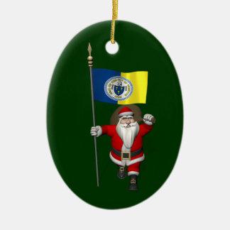 Papá Noel con la bandera de Trenton NJ Adorno Ovalado De Cerámica