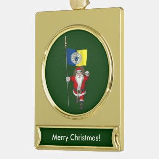 Papá Noel con la bandera de Trenton NJ Adornos Navideños Dorados