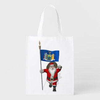 Papá Noel con la bandera del estado de Nueva York Bolsas Reutilizables