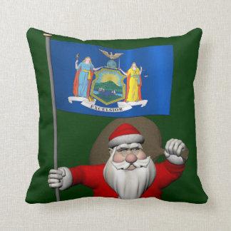 Papá Noel con la bandera del estado de Nueva York Cojines
